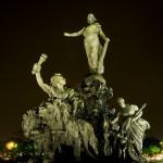 Le_Triomphe_de_la_République_by_night