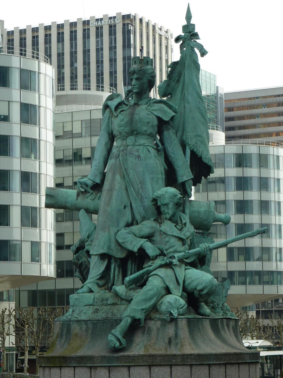 Statue De Deux Femme Triste Ville De Paris
